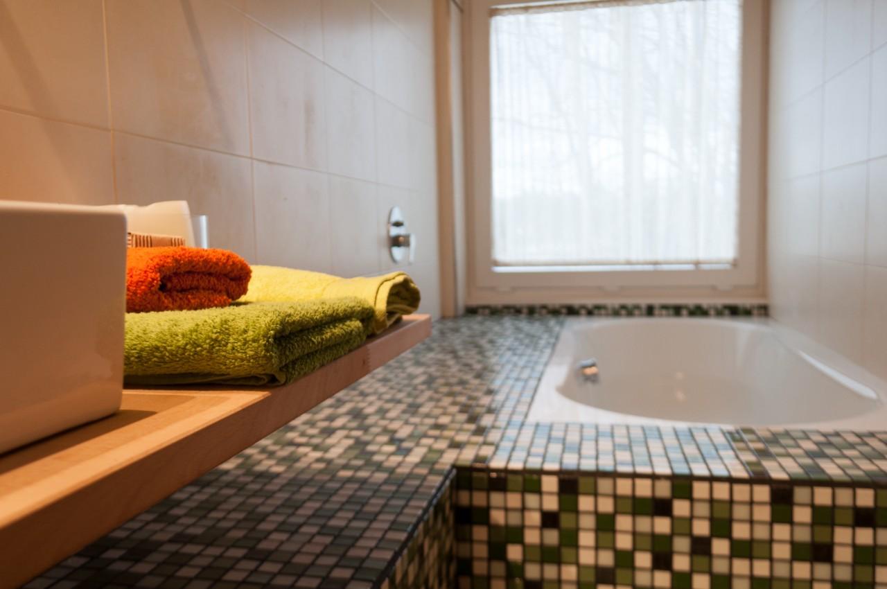 Habitación con baño y ducha efecto lluvia.